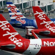 Azijos oro bendrovės dėl smurtinių protestų atšaukė dalį skrydžių į Honkongą
