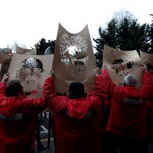 Turkijoje dėl su teroru susijusių kaltinimų išteisinti trys žmogaus teisių aktyvistai