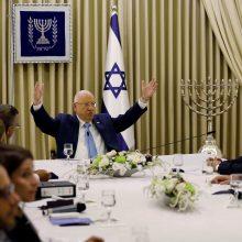 Izraelio prezidentas svarsto, kas formuos vyriausybę: susitiks su dviem kandidatais