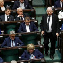 Lenkijos valdančioji partija po pralaimėjimo prašo perskaičiuoti rinkimų balsus