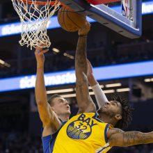"""L. Dončičių pargriovusiam """"Warriors"""" puolėjui NBA skyrė baudą"""