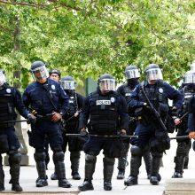 JAV per antirasistinio judėjimo mitingą kilus šaudynėms, žuvo vienas žmogus