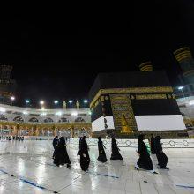 Musulmonai pradeda dėl COVID-19 pandemijos smarkiai suvaržytą hadžą