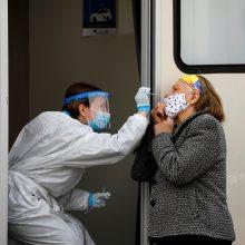 Graikija pradeda privalomą mokamą neskiepytų darbuotojų testavimą