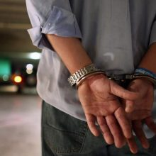 Stos prieš teismą: nuteistasis reikalavo 30 tūkst. eurų, grasino išžudyti šeimą