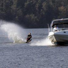 Lazdijuose kateriu plaukioję vyrai sugadino aplinkosaugininkų filmavimo kamerą