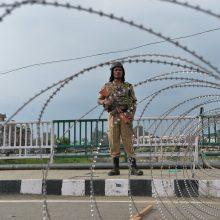 Pakistanas permeta papildomą ginkluotę prie sienos su Indija