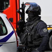 Prancūzijoje sulaikyti 29 asmenys, įtariami terorizmo finansavimu