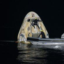 """Tarptautinėje kosminėje stotyje dirbę 4 astronautai """"SpaceX"""" erdvėlaiviu grįžo į Žemę"""