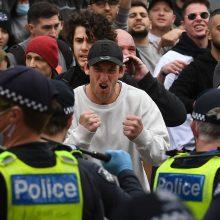 Melburne per protestą prieš karantiną sužeisti keli policininkai, sulaikyta šimtai žmonių