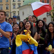 Lenkija skatina jaunimą: netaikys pajamų mokesčio?
