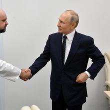 Kremlius: po susitikimo su užsikrėtusiu gydytoju V. Putinas dirba nuotoliniu būdu