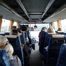 Miestelių gyventojai pyksta, kad autobusų į didmiesčius bus mažiau: gal teks lėktuvą pirkti?