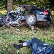 Tragiškos ketvirtadienio avarijos: neužsegtas saugos diržas ir didelis greitis