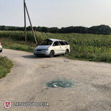 Kalvarijos savivaldybėje apsivertė automobilis su penkiais vaikais, du ligoninėje