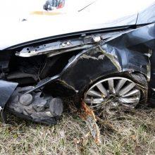 Girto ir beteisio vairuotojo kelionė Radviliškio rajone: nuvažiavo nuo kelio ir rėžėsi į medį