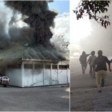 Indonezijoje įsiplieskė riaušės: padegė namus, parduotuves ir vyriausybės pastatą