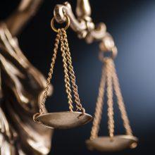 Teisėją papirkti bandžiusiai moteriai ir teismo specialistei skirtas laisvės apribojimas