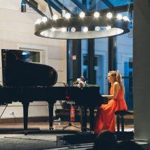 Vienoje scenoje – dvi pianistės: spalvingi muzikiniai paveikslėliai keturioms rankoms