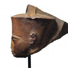 Nepaisant Egipto pasipiktinimo Londone parduota Tutanchamono skulptūra