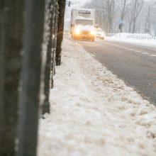 Vairuotojai, būkite atidūs: keliuose yra slidžių ruožų