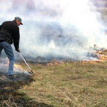 Lietuvoje prasidėjus gaisrams pievose, ugniagesiai įspėja nedeginti pernykštės žolės