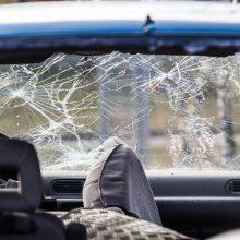 Kalvarijoje apvirtus sunkiai apgirtusio vyro automobiliui nukentėjo keleivė