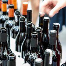 Atidėtas siūlymas į taromatus rinkti vyno ir degtinės butelius