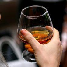 Oficialu: Latvija sumažino akcizą stipriajam alkoholiui