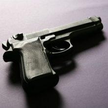 Neramumai Biržuose: rastas sumuštas vyras su abiejų kojų šautinėmis žaizdomis