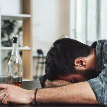 Gausiai vartojantiems alkoholį žmonėms trūksta žinių apie galimą pagalbą