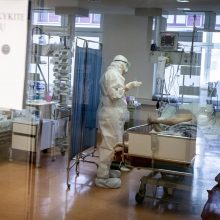 Ligoninėse šiuo metu gydoma per 1,1 tūkst. COVID-19 pacientų, iš jų 124 – reanimacijoje