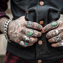 Irane asmenims su tatuiruotėmis gauti vairuotojo pažymėjimą taps kur kas sunkiau