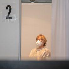 Sveikatos specialistai sklaido skiepų nuo COVID-19 baimes