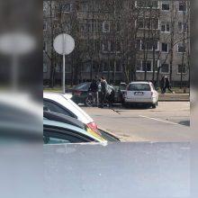 Šilainiuose susidūrė du automobiliai: BMW vairuotojai prireikė medikų