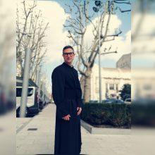 B. Lyris: Dievas kunigui neuždėjo skafandro