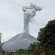 Indonezijoje iš Sinabungo ugnikalnio išsiveržė pelenų stulpas
