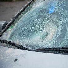 Vilniuje krovininis automobilis partrenkė ir sužalojo neleistinoje vietoje į kelią išėjusį pėsčiąjį