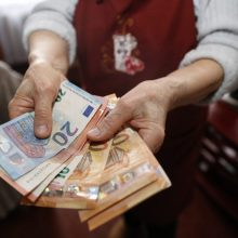 Seimas pritarė šalpos pensijų bazės dydžio didinimui
