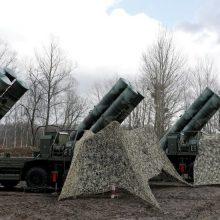 Į Turkiją atkeliavo pirmoji rusiškų raketų sistemų S-400 siunta, NATO reiškia nerimą