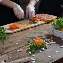 Pasisaugokite: vasarą registruojama daugiau per maistą plintančių žarnyno infekcijų