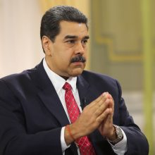 """Venesuelos prezidentas: ačiū Dievui už šalies """"dolerizaciją"""""""