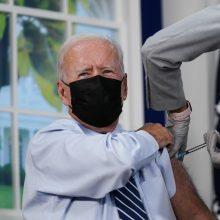 JAV prezidentas paskiepytas trečiąja vakcinos nuo COVID-19 doze