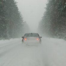 Sudėtingesnės eismo sąlygos išlieka Šiaulių, Tauragės, Utenos ir Vilniaus apskrityse