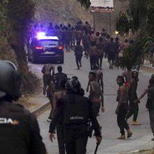 Į Ispanijos Seutos anklavą prasiveržė autofurgonas su pusšimčiu migrantų