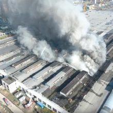 Nors ugniagesiai Alytuje pristabdė gaisro plitimą, situacija išlieka sudėtinga