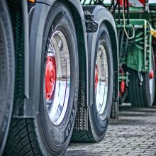 Krovinių gabenimo bendrovė rusišką dyzeliną pylė į ES vykstančius vilkikus
