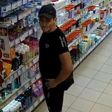Policija prašo pagalbos: kas parduotuvėje pasisavino skutimosi reikmenis?