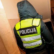 Laiptinėje Panevėžyje rastas stipriai sumuštas vyras, sulaikytas girtas įtariamasis