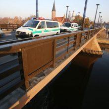 Nelaimė Kaune: į Aleksoto tilto prieigas skuba tarnybos